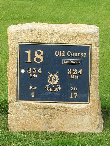St Andrews 18th hole marker