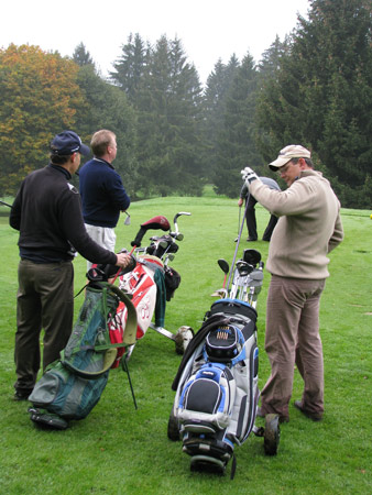 Golfers-on-Lausanne-golf-course