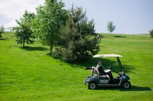 Golf-Cart-on-a-golf-course