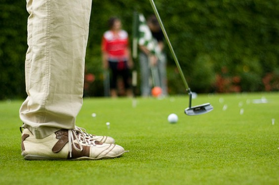 Practice golf putting. Important golf shots